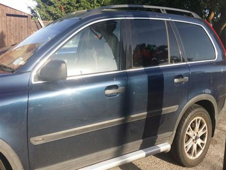 2004 Volvo Xc90 New gearbox fitted last sept, full leather interior, 7 seats, electric windows, parking sensors (needs new fuse),  6 disc cd changer, cruise control, alloy wheels, drivers, side and passenger airbags.     QUICK SALE - SOLD AS SEEN blue