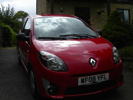 2008 Renault Twingo .Rosso Red with Grey Fleck Trim, P.A.S, ABS, Remote Central Locking, Air Conditioning,Multi- Airbags, Front Fog Lights, CD Player, 2 Local owners,43000 miles with Full Dealer History,�110 yearly road tax and very low Insurance group. MOT to AUG 2016.Condition both inside and out are in keeping with the low mileage and very much above average.Would make a very good purchase for the first time driver Rosso Red